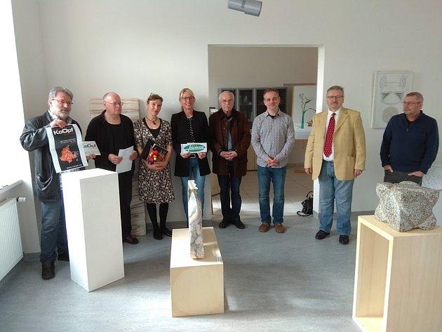 PŘESHRANIČNÍ SPOLUPRÁCE kulturních organizací v rámci KoOpf byla představena v Galerii bratří Špillarů v Domažlicích.