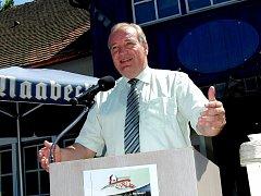 FRANZ LÖFFLER byl opět zvolen nejvyšším představitelem okresu Cham – zemským radou. Nechyběl v Gibachtu při otevírání 15 tras pro horská kola mezi Čerchovem a Hohenbogenem.