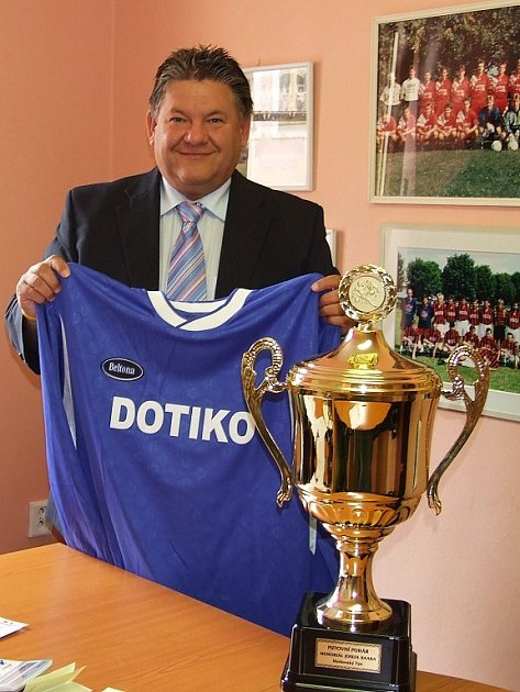 Jaroslav Ticháček s novým dresem domažlické Jiskry