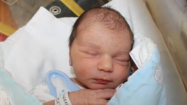 Alex Škudrna z Pocinovic se narodil 7. října ve 14:02 v domažlické nemocnici s váhou 3900 gramů a 48 centimetry.