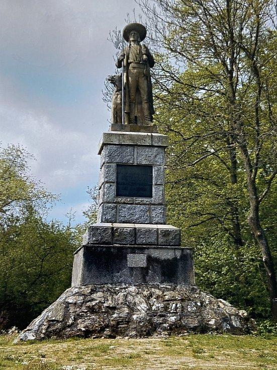 Pomník Janu Sladkému Kozinovi na vrchu Hrádek.