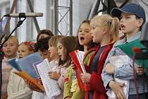 Děti pomáhají dětem v Domažlicích.