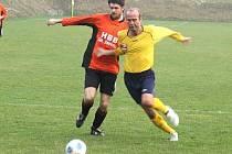 Fotbalista Zdeněk Skála (vpravo) v dresu TJ Sokol Krchleby.