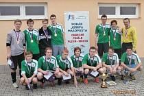 Fotbalový tým domažlického gymnázia, který úspěšně reprezentoval školu v Poháru Josefa Masopusta.