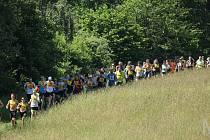 Téměř 70 běžeckých nadšenců zvládlo v sobotu náročný kros za Postřekovem. Nejrychleji se to povedlo Teskovi a Razýmové.