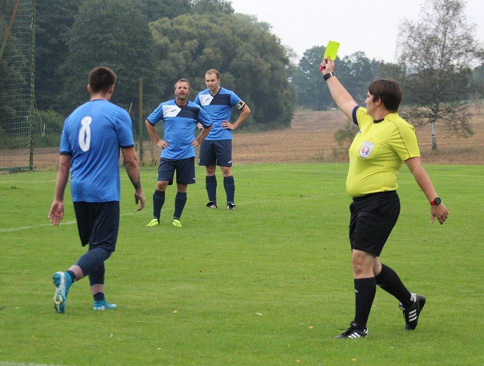 Slavoj Koloveč B (v červeném) - FK Mířkov (v modrém) 5:2 (0:0).