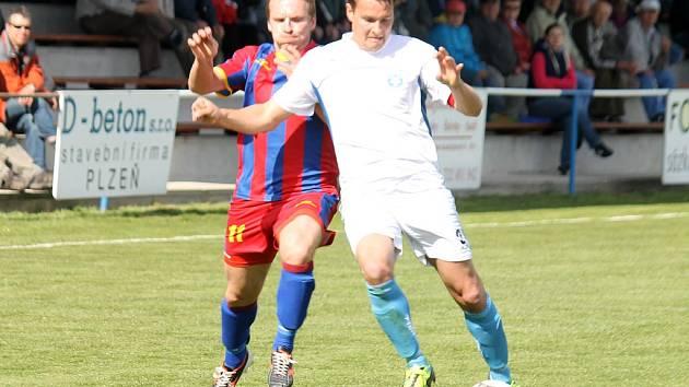 Z derby krajského přeboru v Kolovči, kde domácí Slavoj vyzval FK Holýšov.
