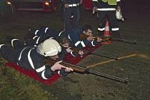 Noční soutěž hasičů v Pocinovicích.