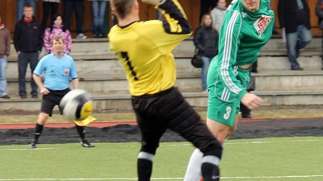 Osvračínský Petr Bukovský je výtečný hlavičkář. Kvalitu zatím prokazuje i v okresním přeboru. V jeho případě po čtyřech kolech soutěže platí, co zápas, to minimálně jeden gól.