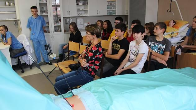Žáci základních škol poznali, co obnáší studium zdravotnické školy.