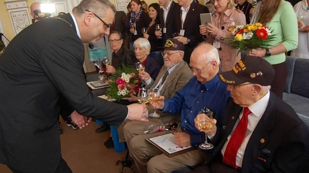 z udílení čestného občanství americkým válečným veteránům v Domažlicích.