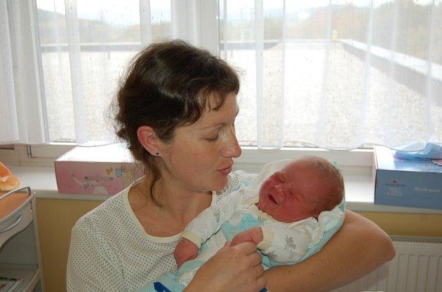 KRISTIÁN Kubec z Klenčí se ve čtvrtek 16. října v 10.50 hodin narodil mamince Markétě a tatínkovi Ríšovi. Tatínek u porodu byl. Doma se Kristiánka, který vážil 4,50 kg a měřil 53 cm, nemohou dočkat bratři Bruno, Fred a Áda