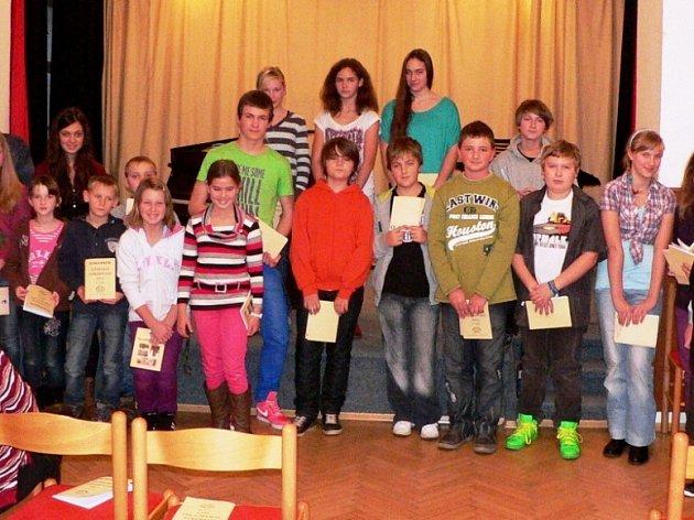 Část účastníků Literárního shrabování v H. Týně.