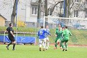 Ve šlágru ČFL Jiskra Domažlice (v modrém) porazila Vltavín 2:1