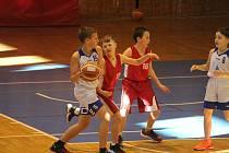Ilustrační foto ze zápasu Jiskry Domažlice (bílé dresy) U11 proti BK Klatovy U11.
