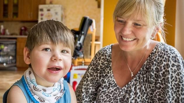 """""""Jednoho dne bude chodit."""" Maminka Kubíka Marie Korečková čelí problémům s úsměvem a neztrácí naději."""
