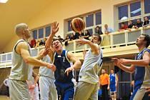 Basketbalisté Jiskry Domažlice utrpěli v Rokycanech v prvním utkání play - off II. ligy mužů porážku.