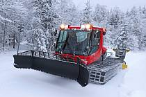Běžecké stopy v okolí Čerchova udržuje nová sněžná rolba.