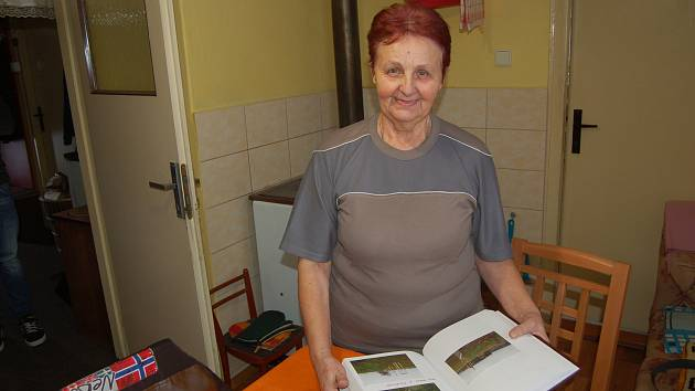 Paní Starinská z Hory Svatého Václava působí v obci i jako dobrovolná kronikářka.