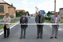 Slavnostní přestřižení pásky nové silnice v Horšovském Týně.