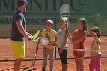 V pondělí 13. července odstartuje na kurtech LTC Domažlice  první běh příměstského sportovního tábora Týden s tenisem.