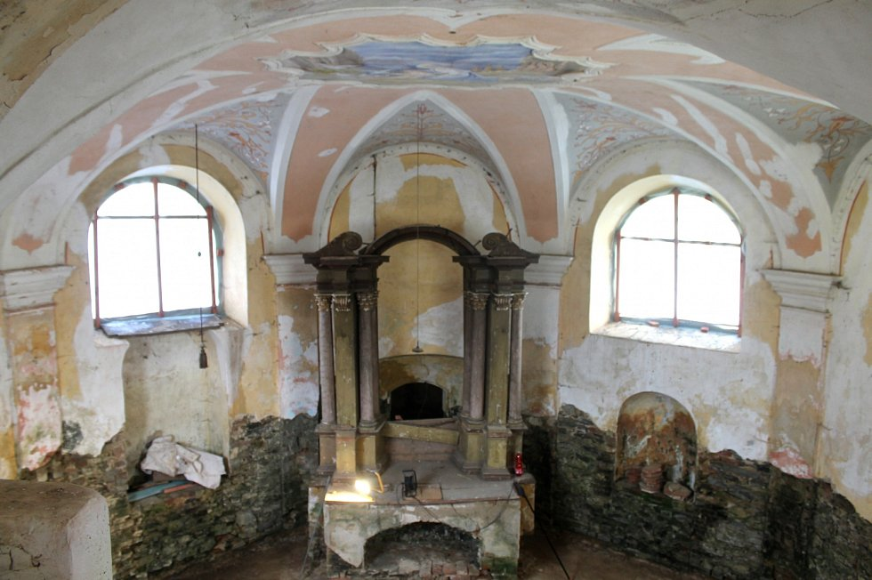 Uvnitř štítarské kaple.