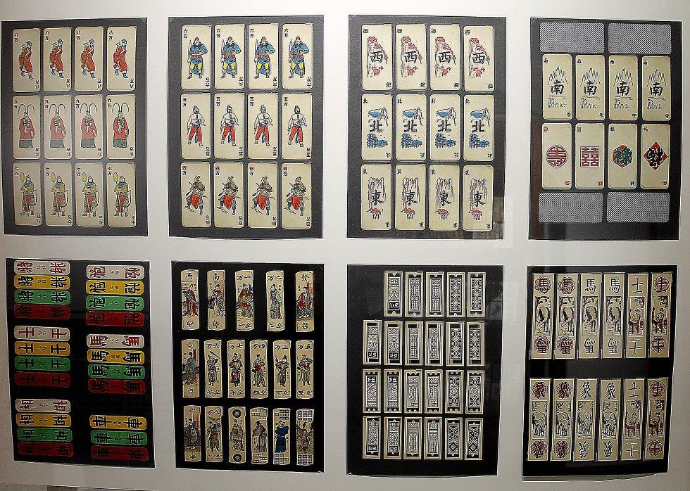 Výstava Chodský mariáš a jiné čertovy obrázky mimo jiné ukazuje asijské karty.
