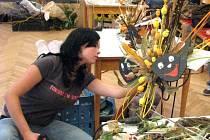 Krásné výrobky z darů přírody vytvořili žáci tří škol, kteří se zúčastnili soutěže v aranžování rostlin v Horšovském Týně. Jejich díla hodnotila odborná porota. Všichni soutěžící byli odměněni diplomem, tři nejlepší si odnesli dárkové předměty
