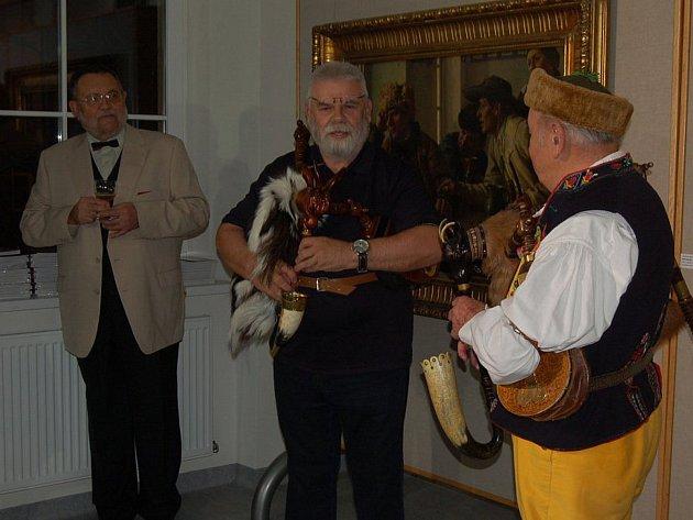 Autor knihy Miloš Novotný si na křtu prvního vydání zahrál na dudy s Antonínem Konrádym.