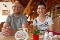Doprovod paní Donně Fitzsimmons dělá při jejím současném pobytu na Chodsku Václav Mls.