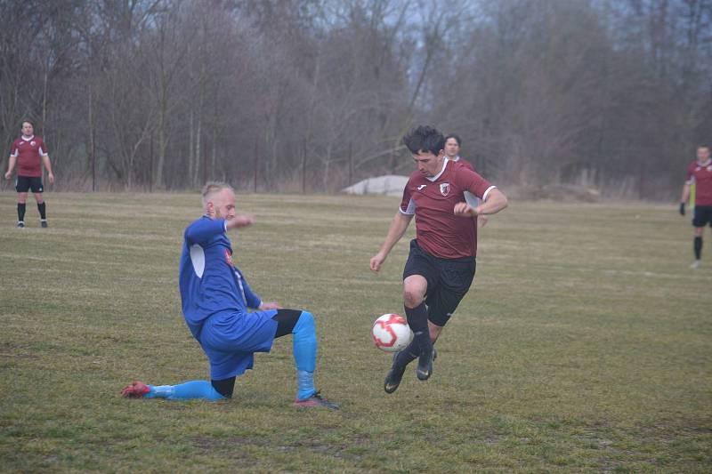 Sokol Postřekov (v červeném) - Okula Nýrsko (v modrém) 2:0.