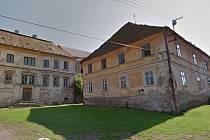 Bytové domy v Koutě na Šumavě byly postaveny v roce 1750. Oprava jediného by stála 15 milionů korun
