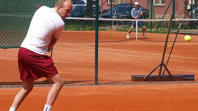 DAVIS CUP. Amatérskou tenisovou soutěž družstev hraje rovněž Michal Havlovic z Jekyll & Hyde.