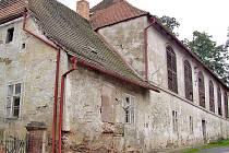 Míčovna v H. Týně byla  postavena počátkem 17. století a je druhá nejstarší v republice.
