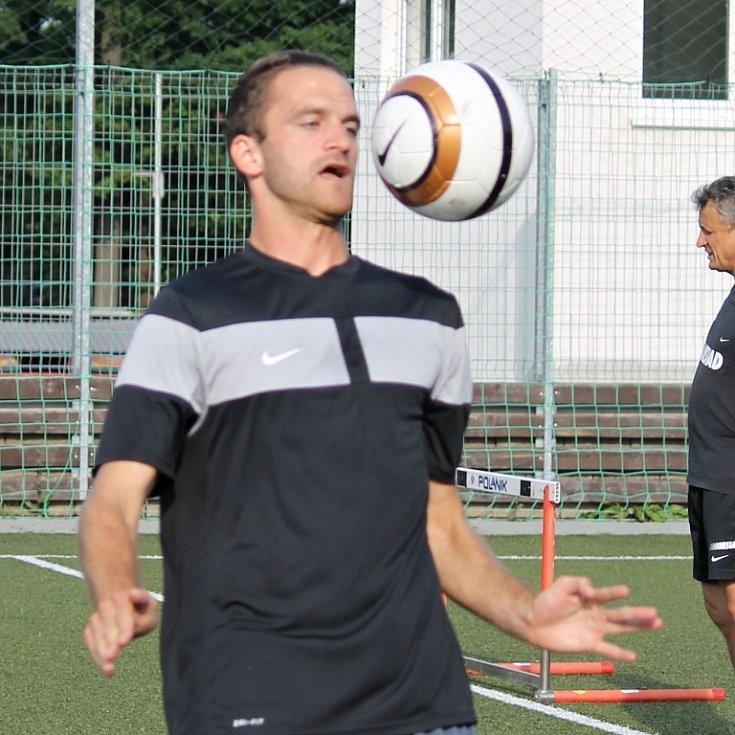 Z tréninku třetiligových fotbalistů Jiskry na Střelnici.