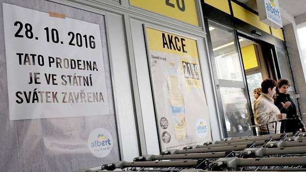 Prodejna Albert na domažlickém náměstí bude zítra uzavřena, stejně jako dalších tři sta prodejen tohoto obchodního řetězce v České republice.