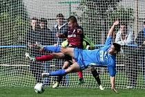 V DRESU PŘEVÝŠOVA, který je farmou ligového Hradce Králové, se Radek Klazar zjevil i v hodně nefotbalové pozici.