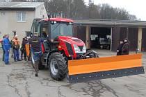 Z předání nového traktoru v DTS Domažlice.