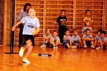 Děti díky sponzorům obdržely kromě stativu, pálky a míčku i týmové dresy
