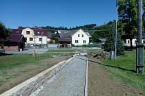 ZAČÁTKEM SRPNA se v Brnířově koná setkání, do té doby by veškeré úpravy místní návsi měly být dokončené.