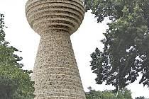 Vizualizace památníku na Baldově ve tvaru kalichu.