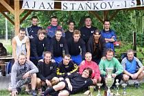 AJAX STAŇKOV SLAVIL. Futsalisté Ajaxu si připomněli patnáctileté výročí existence klubu, který letošní sezonu zakončil vítězstvím v krajském přeboru a B mužstvo zvítězilo v okresním přeboru.