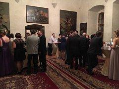 Vnitřní prostory v zámku v Horšovském Týně praskaly v sobotu večer ve švech.