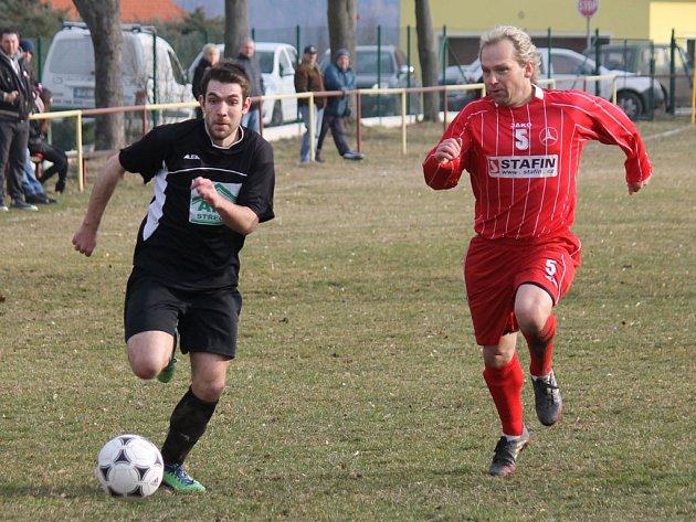 Sprinterský souboj tlumačovského Martina Wolfa (vlevo) s holýšovským Romanem Baxou.