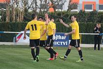 Hráči Sparty Dlouhý Újezd (zleva) Lucián Gitta, Petr Földeši, Tomáš Janků a Jan Makrlík se radují z gólu do sítě soupeře.