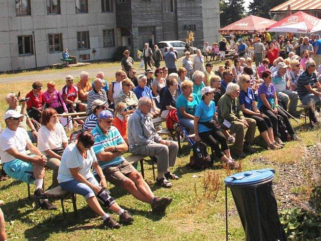 Ze setkání turistů na Čerchově, při kterém si připomněli 110 let Kurzovy věže.