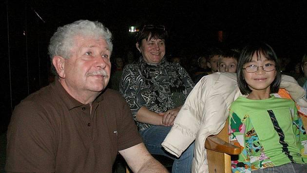 Václav Chaloupek, autor oblíbených zvířecích večerníčků, přednášel dětem v kině Čakan.