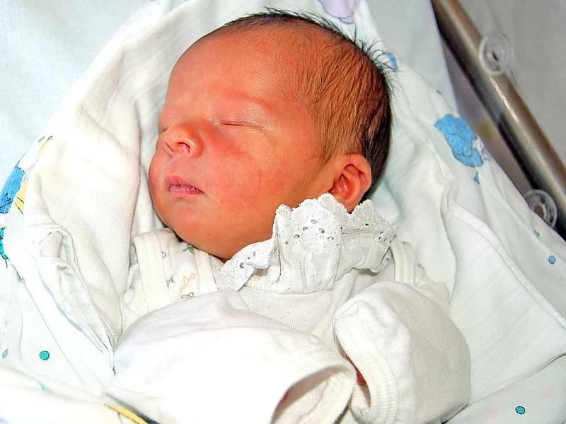 KUBÍK Škarda z Močerad přišel na svět v úterý 13. ledna ve 3.20 hodin. Maminka Anna a tatínek David už mají doma čtyřapůlletého Davídka, nevěděli, že budou mít opět syna. Jméno vybíral Kubíkovi, který vážil rovné 3 kg a měřil 48 cm, tatínek.