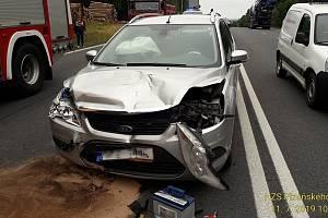 Nehoda dvou aut mezi Holýšovem a Stodem