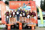 Stupně vítězů kategorie 3x K1, Jana Matulková na bronzovém stupínku vlevo..